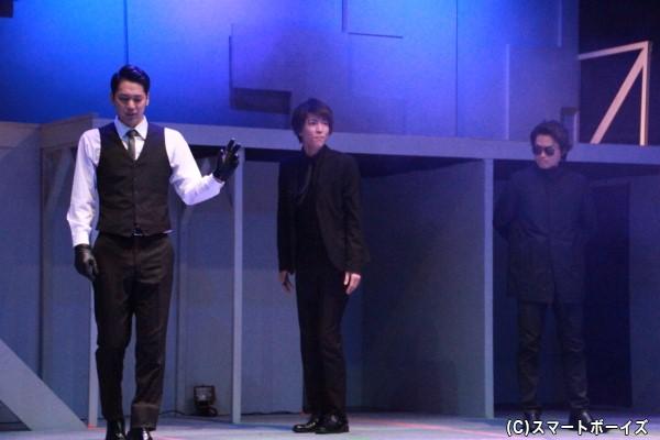 バグバスターズの無実を証明するため、徳山(磯貝龍虎さん)は新たなパートナー進藤(小林涼さん)と共に行動する