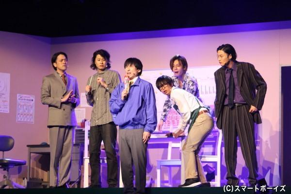 強面スーパーバイザー(写真左:髙木俊さん、右:橋本全一さん)に迫られた副店長(なだぎ武さん)が歌う『副店長ブルース』がせつない!