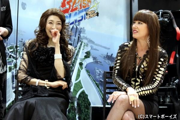 (左から)Wキャストで今作の超太客を演じる、大林素子さんとLiLiCoさん