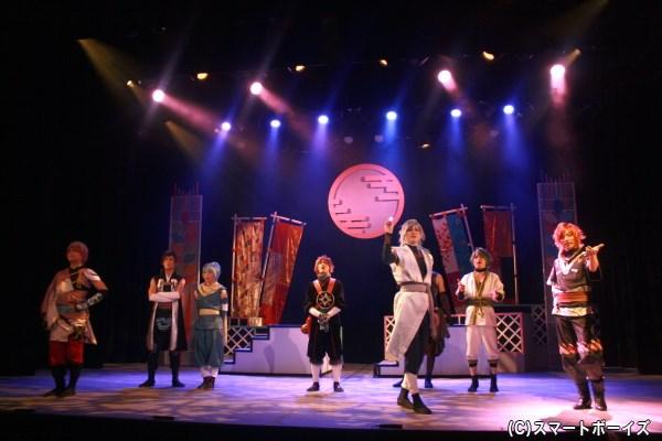 ifセレクトでは、観客が稲穂ノ国の民となってライトをかざして選択肢をセレクト!