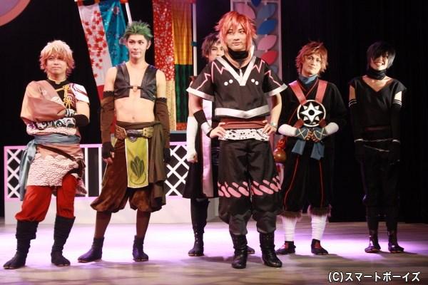 (写真右端)結忍・ごま役の中三川雄介さん
