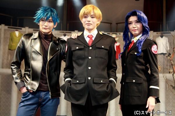 (左から)丘山晴己さん、荒木宏文さん、蓮城まことさん