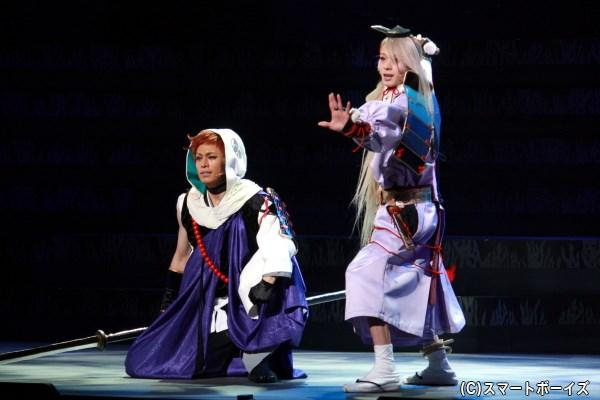 本丸の仲間をねぎらうための、芝居の稽古をする岩融と今剣