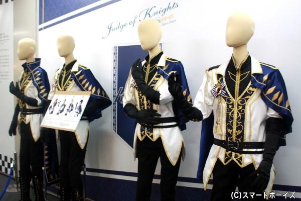 衣装展示も見応えたっぷり! 月永レオの衣装は玉座スペースへ