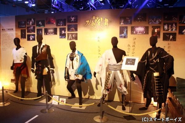 真剣必殺&黒甲冑の鶴丸国永の衣装にも注目!