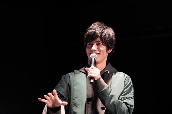 """「仮面ライダーエグゼイド」での役柄とは対照的に、トークでは優しい笑顔で""""神""""対応!"""