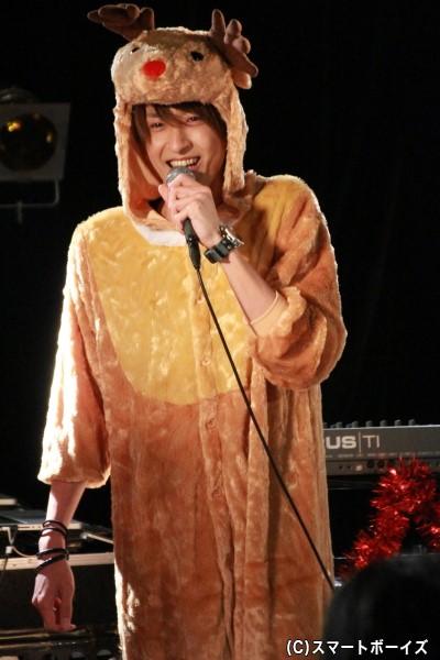 ゲストの吉岡佑さんもカワイイ「トナカイコスプレ」で登場!