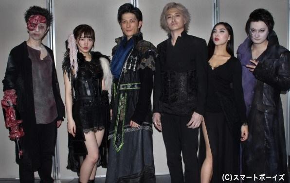 (写真左より)岩田有弘さん、伊藤純奈さん(乃木坂46)、君沢ユウキさん、井上正大さん、松野井雅さん、中村龍介さん