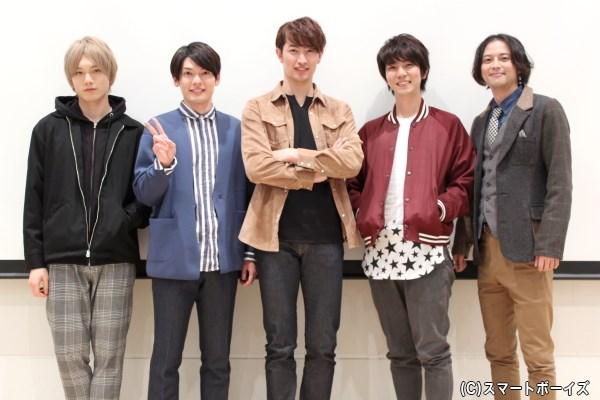 (左から)水石亜飛夢さん、崎山つばささん、伊万里有さん、安里勇哉さん、河合龍之介さん