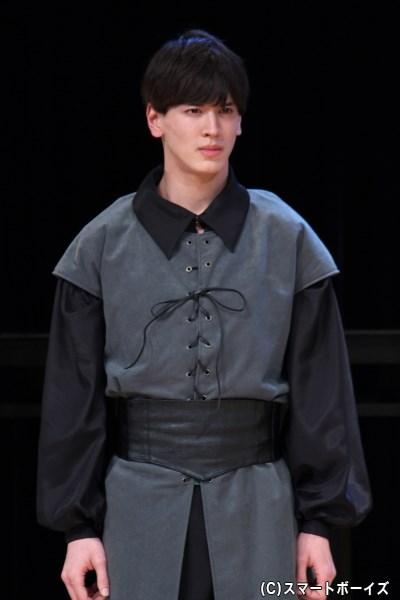 王妃から様子を覗うよう言いつけられた、ハムレットの学友・ローゼンクランツ(才川コージさん)