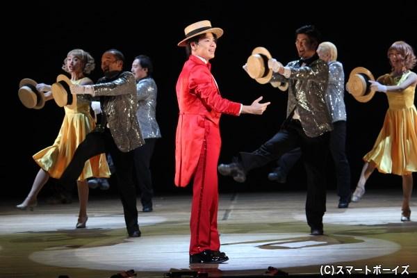 舞台の魅力を中川晃教さんがみせる、ショーアップされたオープニング