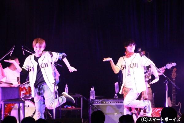 桑野さん&伊勢さんによる「恋ダンス」。キレっキレの踊りでした!