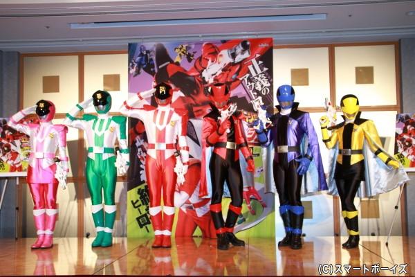 変身後のルパンレンジャー&パトレンジャー (左より)パトレン3号、パトレン2号、パトレン1号、ルパンレッド、ルパンブルー、ルパンイエロー