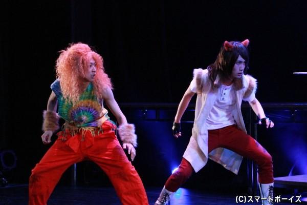 亥年・イノ役の野見山拳太さん(左)、午年・バッシュ役の岡延明さん(右)