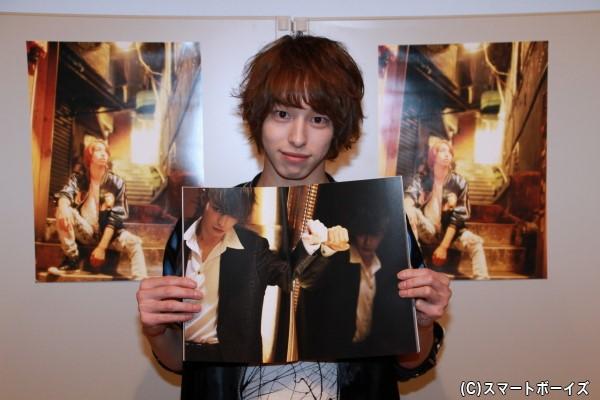 杉江さんが選んだ一番のお気に入りショット。「鏡なのに両方とも同じ目線というところがポイントです」