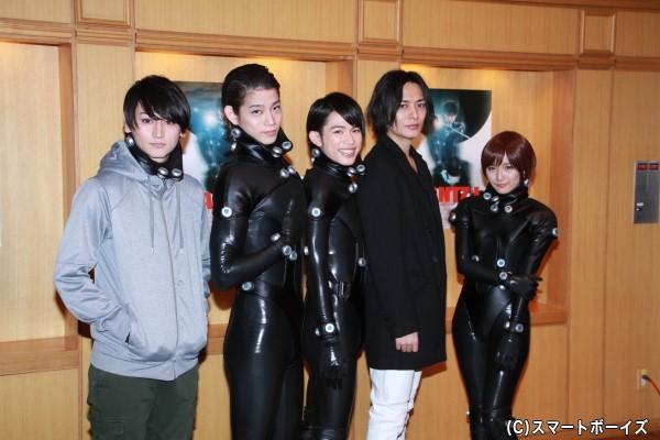 (左より)佐藤永典さん、高橋健介さん、百名ヒロキさん、久保田悠来さん、浅川梨奈さん