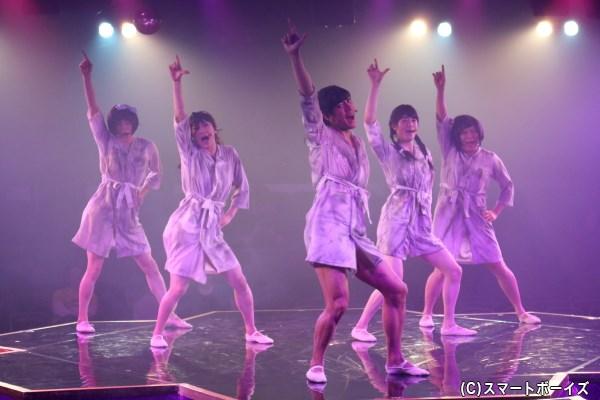 入学試験に合格した5人の乙女たちは、心と体と技を磨いていく!