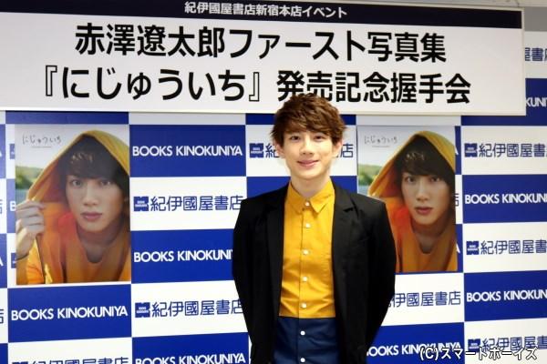 人気急上昇中の赤澤さん、多くのマスコミが取材に駆け付けました
