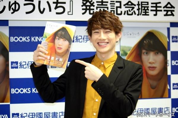舞台『おそ松さん』、『あんステ』で注目、赤澤遼太郎さんの1st写真集がついに発売!