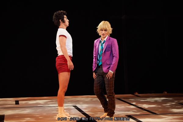 (左から)郷田武蔵役の郷本直也さん、花沢輝気役の河原田巧也さん