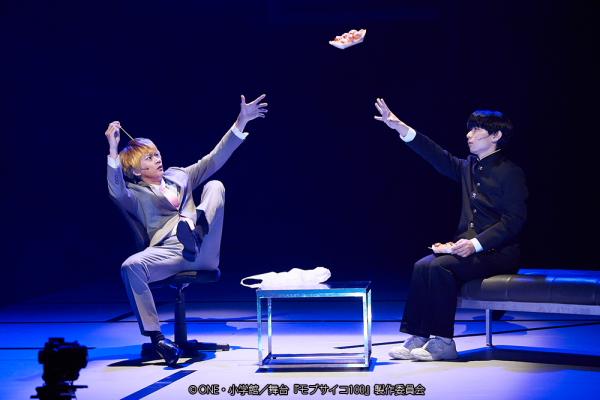 (左から)霊幻新隆役の馬場良馬さん、影山茂夫役の伊藤節生さん