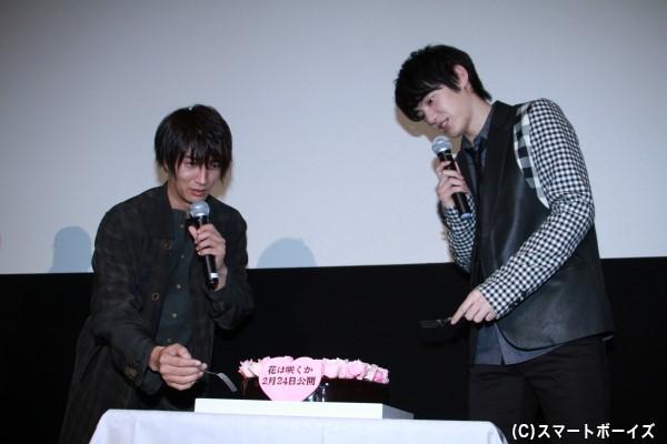 2人へ原作者の日高ショーコさんからバレンタインケーキをプレゼント