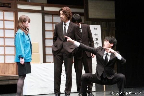 篠崎彩奈さん演じるスタッフを見て動揺する美津。実は……。