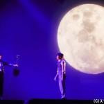 『アンフェアな月』というタイトルなだけに、大きな月が印象的