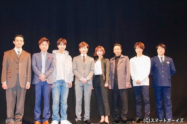 (左より)飯田基祐さん、川谷修士さん、中村優一さん、染谷俊之さん、篠田麻里子さん、岡田達也さん、和田琢磨さん、下村青さん