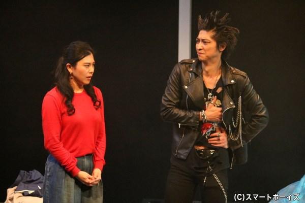 妊娠を望む妻・彩子(左・鷺沼恵美子さん)に、「精子無力症」であることが言えず…