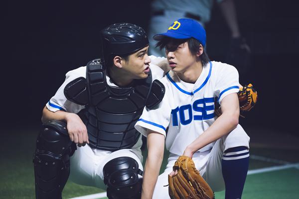 (右)高瀬準太役の金井成大さん、(左)河合和己役の加藤潤一さん