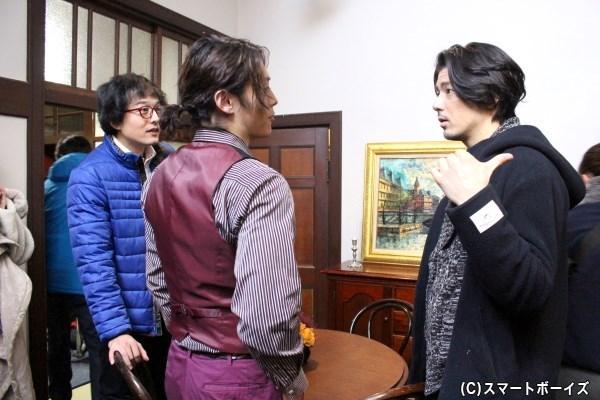 撮影の合間に伊藤さん(左)、山口さん(中央)と語らう中村さん(右)