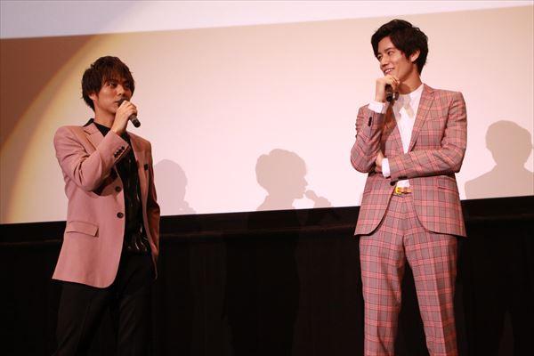 作品の裏話を語る岩永徹也さんと小野塚勇人さん