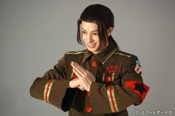 撮影では、歴史ある中国らしいカンフー風なポーズも!