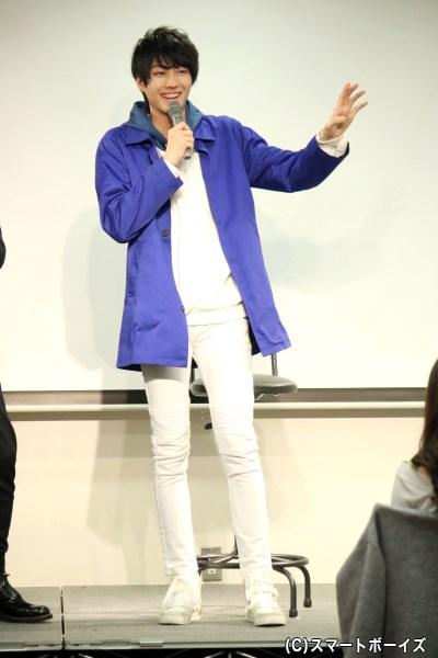 身長186cmの小坂さん、実はこの日のズボンも「ちょっと足りていない(笑)」とのこと