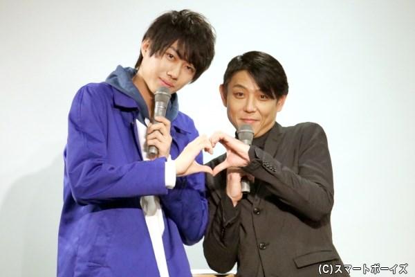 (写真左から)小坂涼太郎さんと、イベントMCを務めた黒川忠文さん