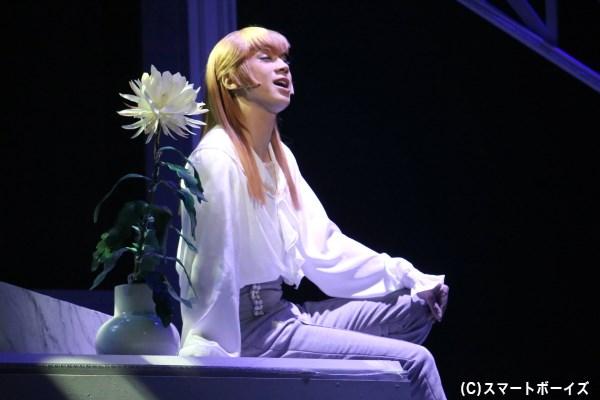 植物を愛し、いつか宇宙に行きたいと憧れるロビー少尉役の三津谷亮さん