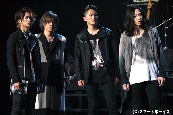 (左から)DICメンバーの<KAZUYA>こと藤瀬和也(谷水力さん)、<KO-TA>こと吉原公太(Chiyuさん)、<REN>こと橘蓮(夛留見啓助さん)、<ARASHI>こと五十嵐隼人(砂原健佑さん)