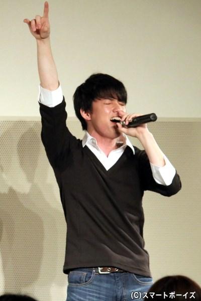 大薮さんのすてきな歌声に、会場は手拍子でひとつに! 貴重なミニライブとなりました