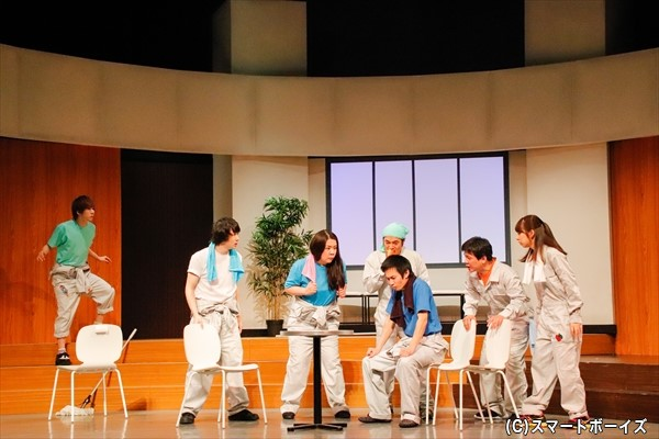 貧乏劇団Applloの団員たちの物語も並行して進んでいきます