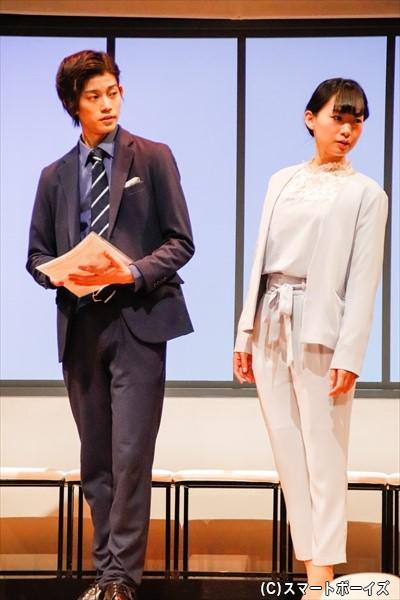 高橋さんのクールなスーツ姿!