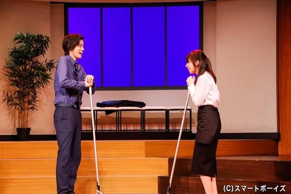 阿久津はある日、高校時代の友人・みさこ(右・岡田彩花さん)と軍全の再会を果たす