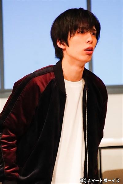 阿久津を詐欺グループに引き入れた張本人・和賀を演じる新開理雄さん