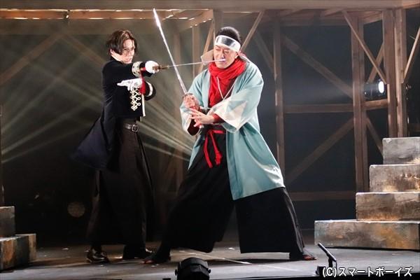強気に攻め入る長州勢。吉田稔麿(左・横田さん)と近藤 勇(右・加藤靖久さん)の一戦も