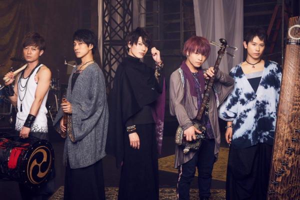 崎山つばさ with 桜men (写真中央が崎山つばささん)