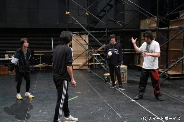 アクション振付を担当する横山一敏さん(一番右)のアイデアで、クオリティの高いアクションシーンがどんどんと作り上げていきます