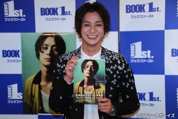 ファースト写真集『雨ニモマケズ風ニモマケズ』をリリースする高崎翔太さん