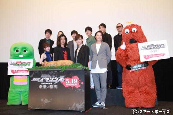 映画化決定と4月に誕生日を迎える藤田さん&三浦さんのために、タンパクを好むアマゾンにちなんで、豚の丸焼きがサプライズ登場。これには登壇者もビックリ!!