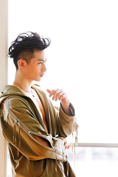 発表された伊万里有さんのアーティスト写真