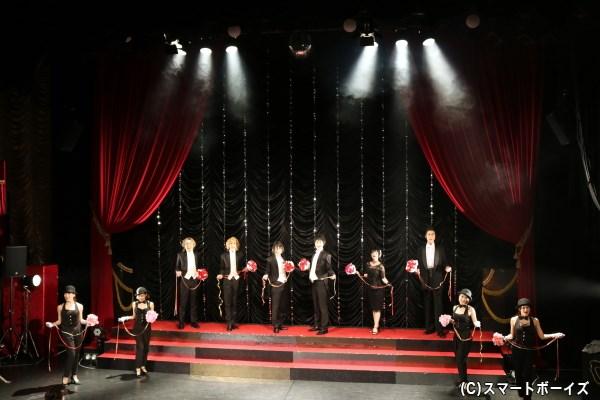 かつてキャバレーだった東京キネマ倶楽部のステージは、『艶漢』の世界と相性抜群